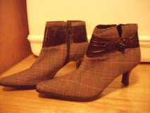 #990 LADIES ANKLE BOOTS SIZE 5 1/2 in Fort Hood, Texas